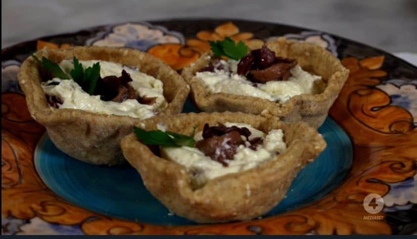 Cestini con olive di Gaeta e Mousse di bufala di Anna Moroni: la ricetta