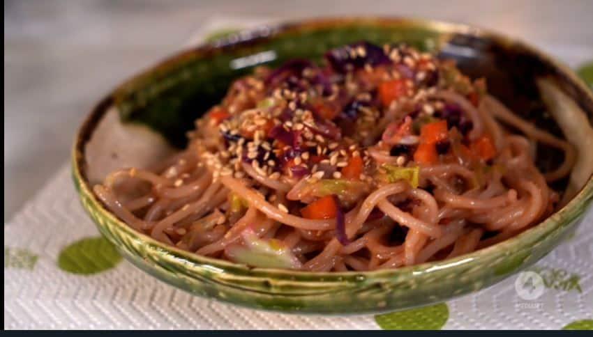 Spaghetti di riso al curry con latte di cocco: ricetta Anna Moroni