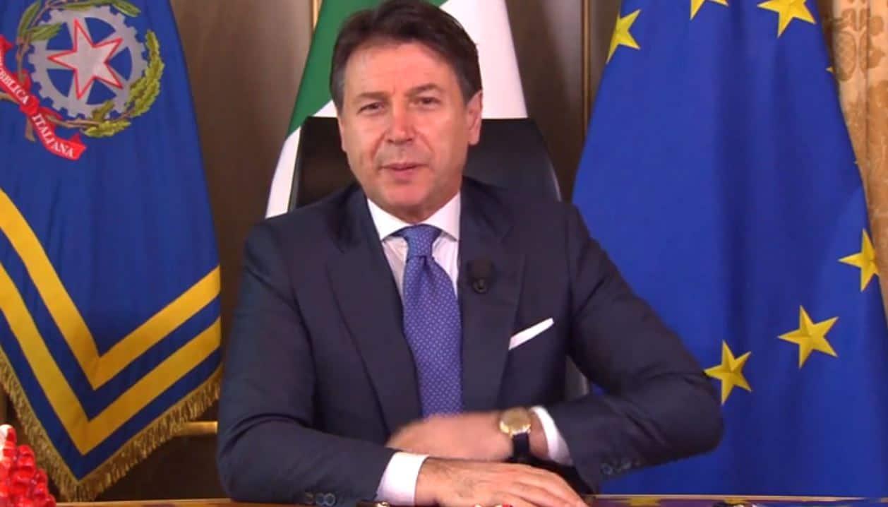 Conferenza stampa del Premier Conte oggi in diretta: le nuove misure per il Natale