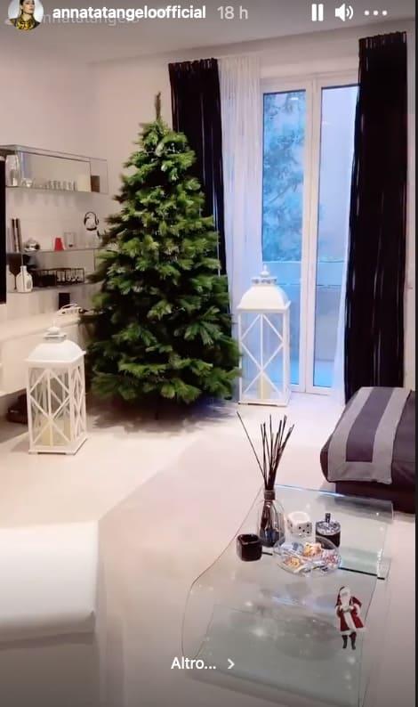 Anna Tatangelo: è delizioso il suo albero di Natale addobbato con l'aiuto di Andrea (Foto)