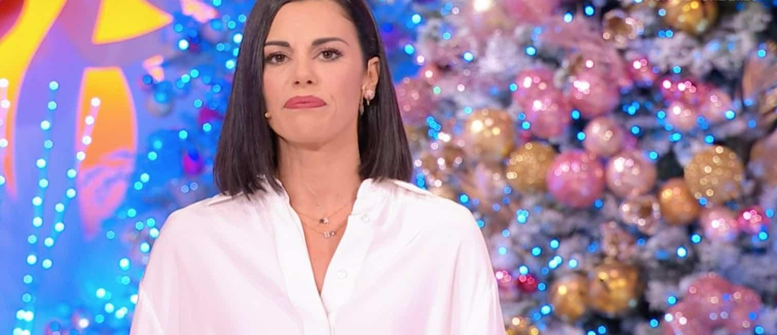 Il volto tirato di Bianca Guaccero che torna in tv con le scuse ma fiera del suo Detto Fatto (Foto)