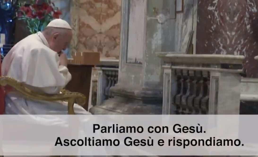 Papa Francesco cambia gli orari per le celebrazioni di Natale: il calendario