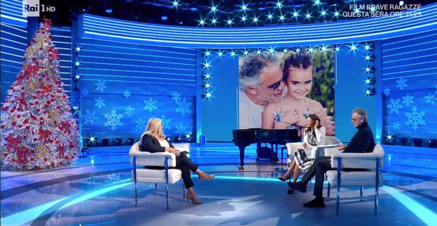 """Andrea Bocelli e la figlia Virginia sul palco insieme: """"Lei mi dà sicurezza"""" (Foto)"""
