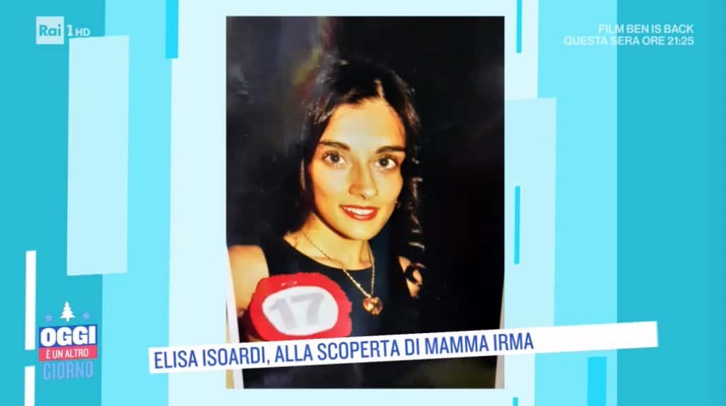 Le lacrime della mamma di Elisa Isoardi a Oggi è un altro giorno (Foto)