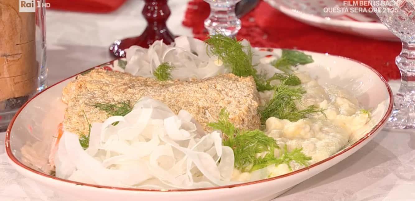 La ricetta di zia Cri del salmone in crosta di nocciole con purè di finocchi per E' sempre mezzogiorno