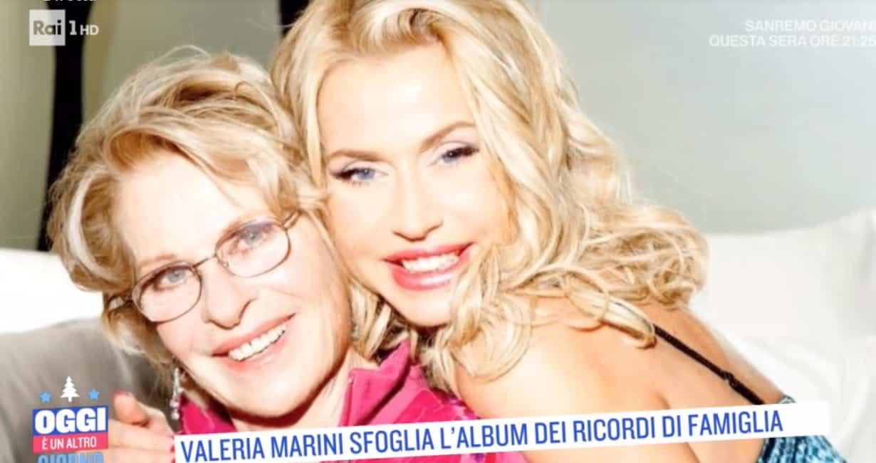 Valeria Marini sfoglia l'album di famiglia a Oggi è un altro giorno (Foto)