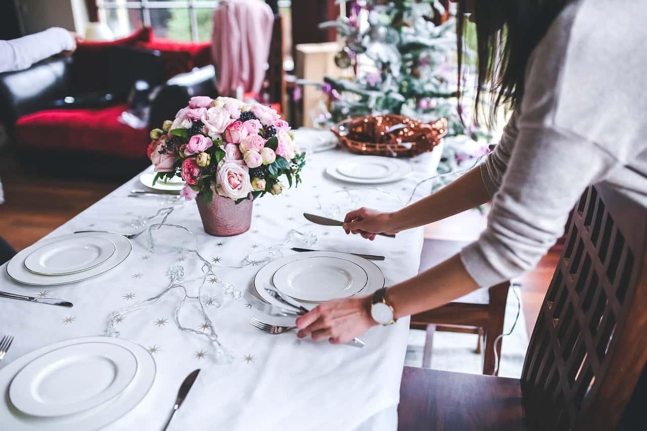 Spostamenti a Natale e visite ai parenti e amici: cosa si può fare e cosa no? Le risposte del Governo