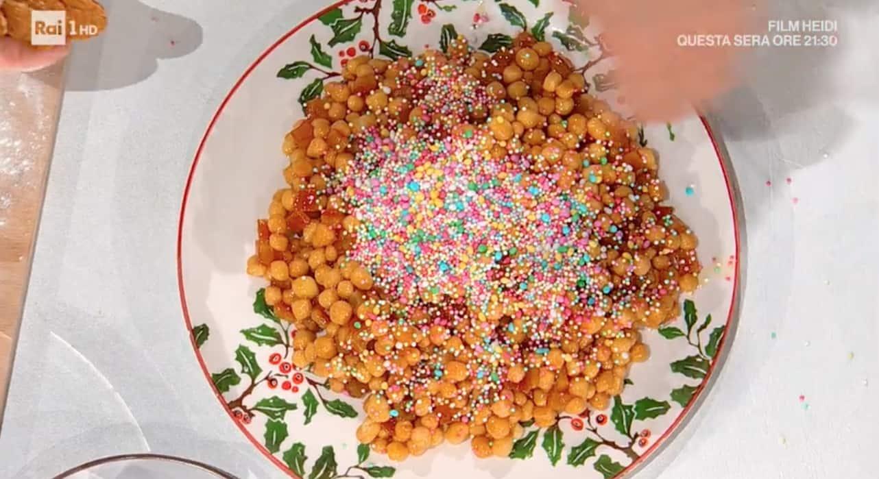 Sal De Riso, la ricetta degli struffoli napoletani per il Natale E' sempre mezzogiorno