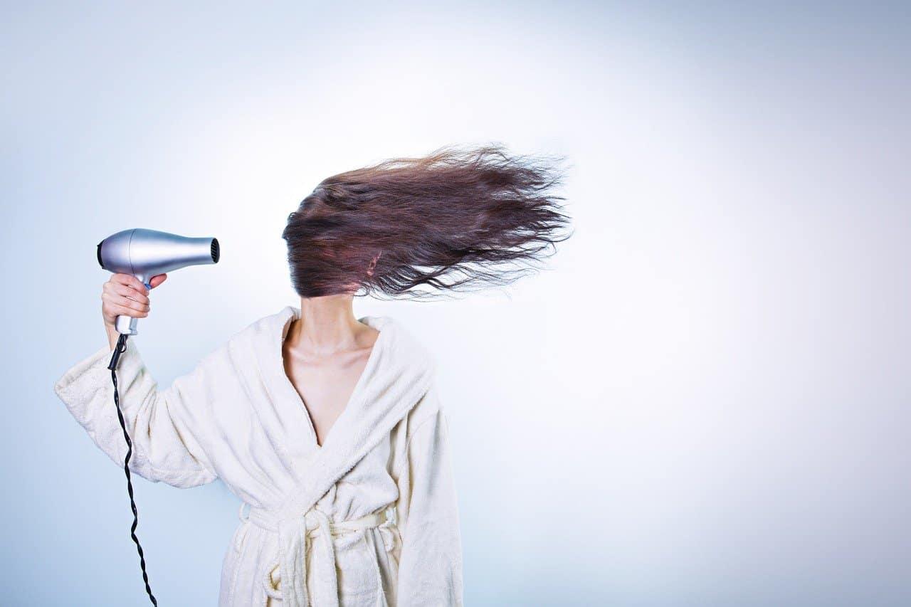 Tendenze capelli 2021: la moda ci dice si allo smoky hair