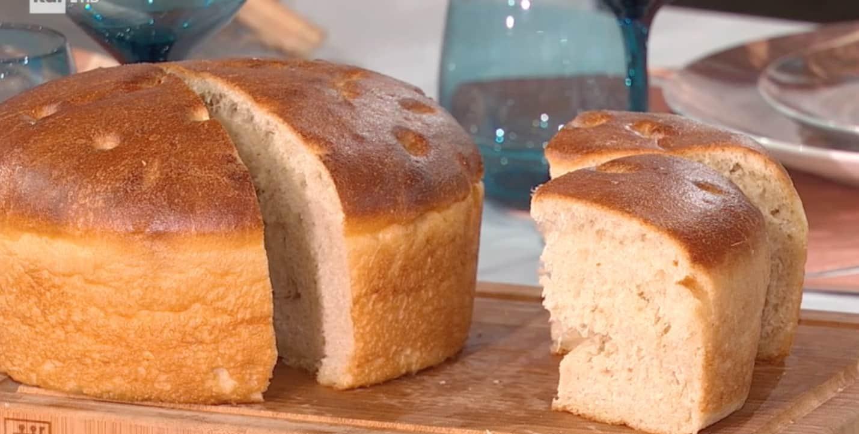 Fulvio Marino prepara il pan focaccia e svela un segreto con le ricette E' sempre mezzogiorno