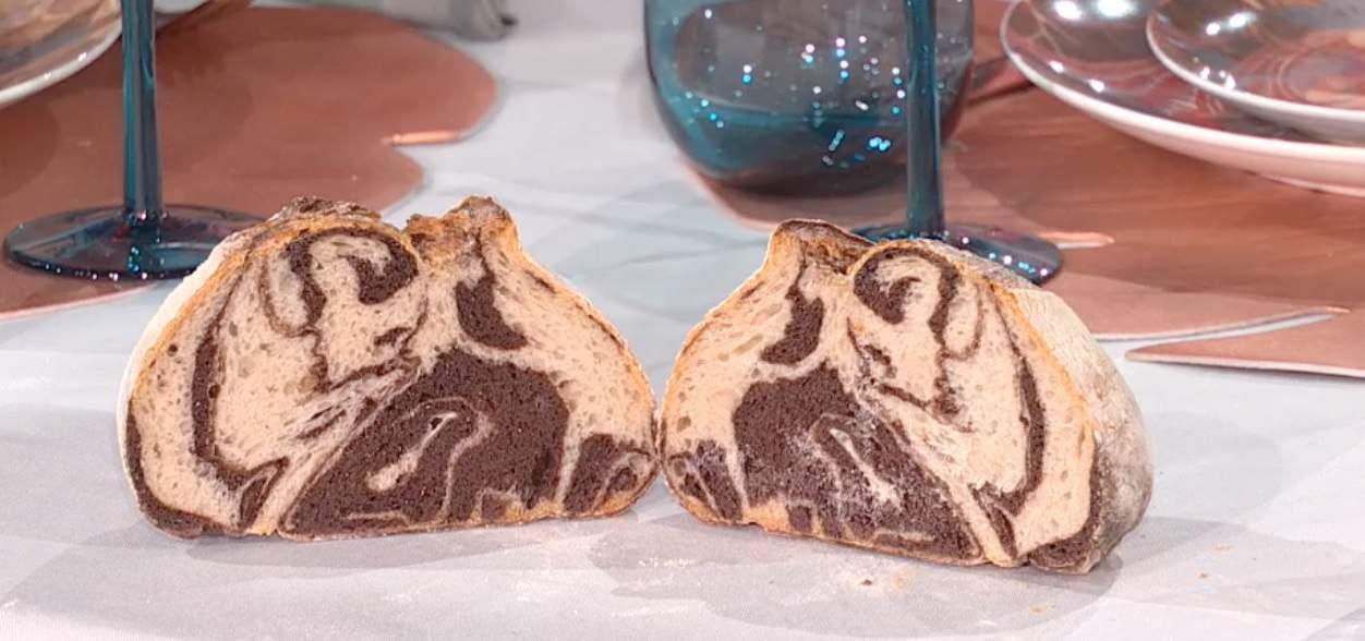 Pane bicolore di Fulvio Marino, la ricetta del pane al cacao di E' sempre mezzogiorno