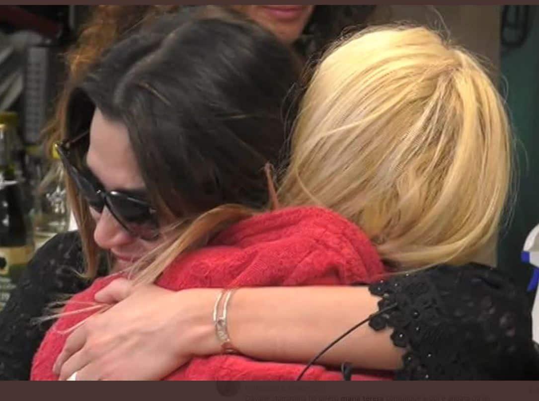Dopo il crollo di Maria Teresa lei e Cecilia Capriotti fanno pace tra lacrime e scuse