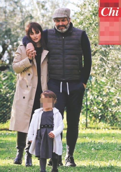 Lorena Bianchetti col marito ed Estelle in campagna, magari in attesa di un altro figlio (Foto)