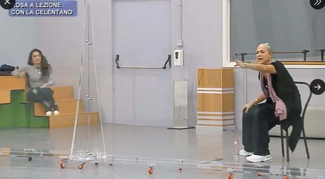 Elena entra in sala prove e difende Rosa: la Celentano sbotta e reagisce malissimo (VIDEO)