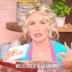 """Antonella Clerici è ufficialmente a dieta ma a fine puntata si pente: """"Tra un po' rotolerò"""" (Foto)"""