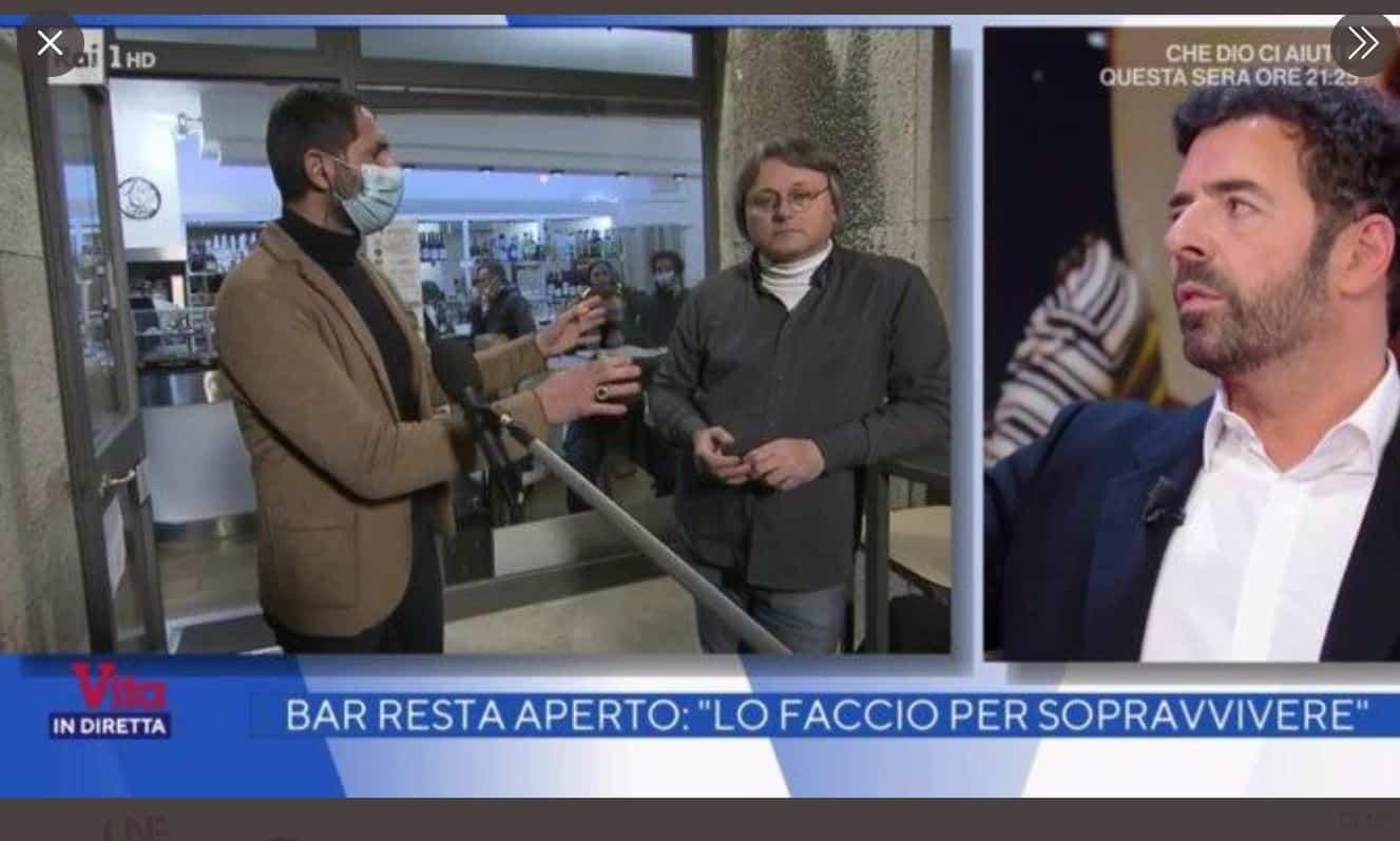 Alberto Matano interrompe un servizio de La vita in diretta e fa benissimo: ristoratore non indossa la mascherina (VIDEO)