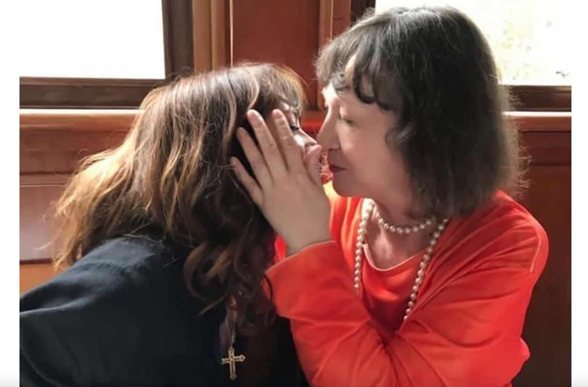 Per dormire Asia Argento prende quattro pillole, ricorda la madre violenta e lei 13enne (Foto)