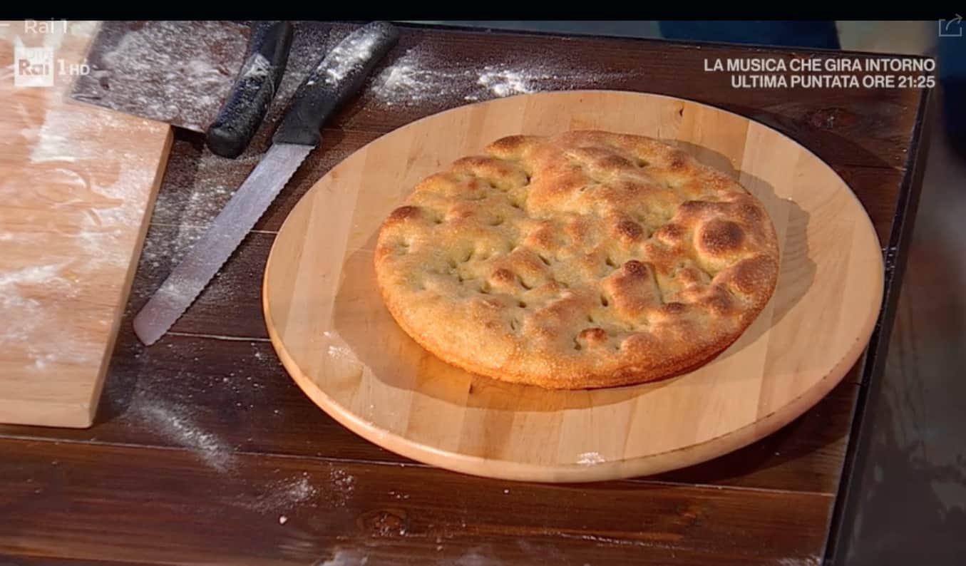 Pizza ai grani antichi di Fulvio Marino, la ricetta della pizza del venerdì per E' sempre mezzogiorno