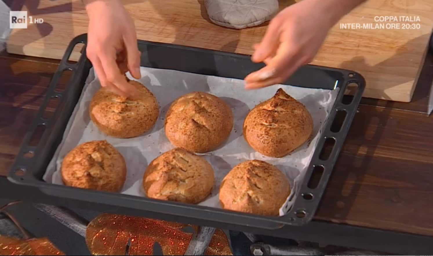 Panini dolci al cocco, la ricetta di Fulvio Marino per E' sempre mezzogiorno