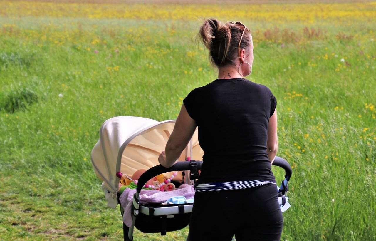 Fare ginnastica con il passeggino: esercizi per tornare in forma dopo il parto