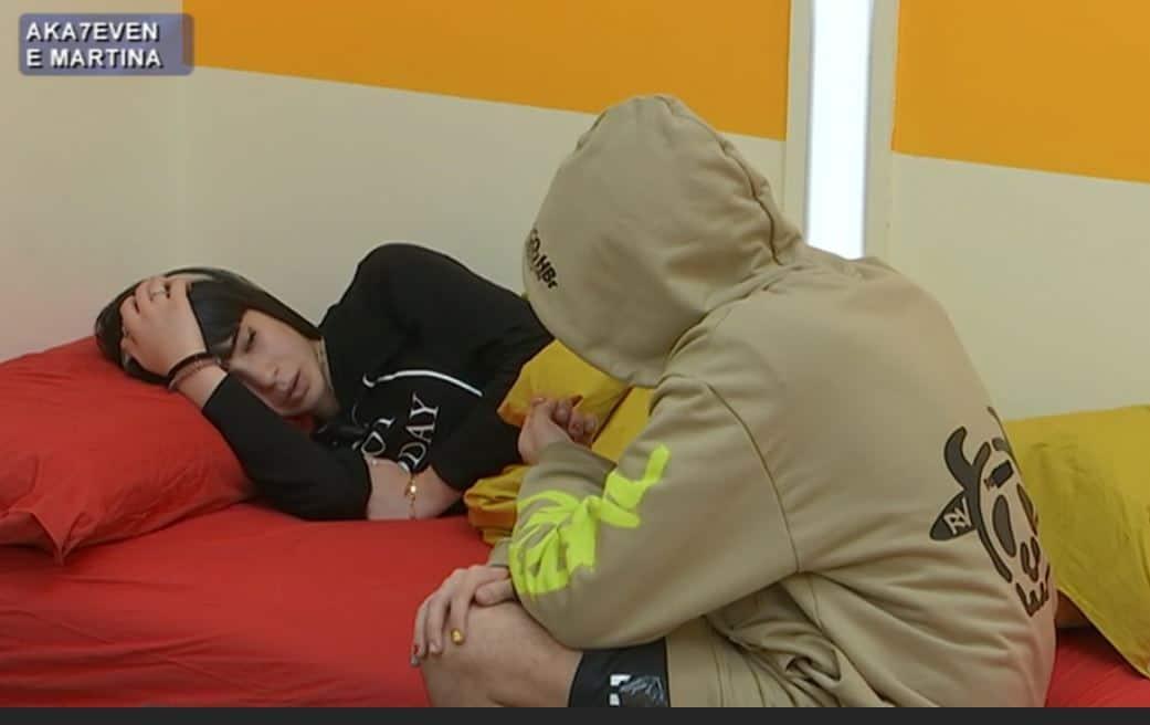 Aka7even e Martina in crisi: lui pesante e sottone? La ballerina si prende una pausa