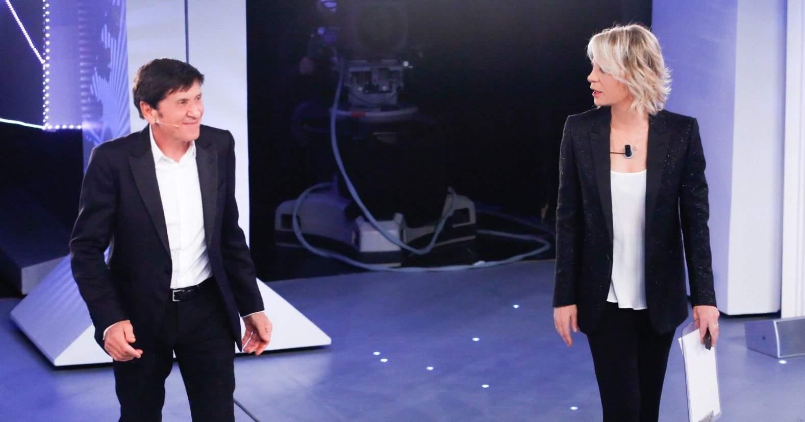 C'è Posta per Te, gli ospiti del 30 gennaio: arriva Gianni Morandi e un calciatore chiacchieratissimo