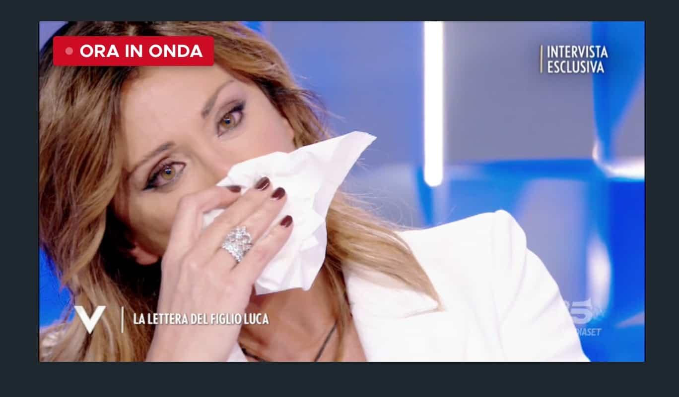 La lettera del figlio di Sabrina Salerno scioglie in lacrime la cantante (Foto)