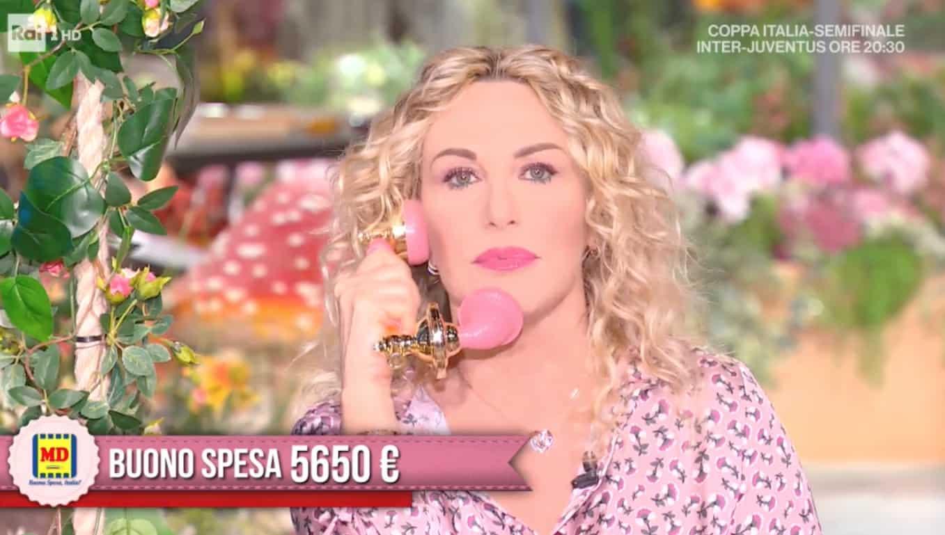 """L'emozione di una telespettatrice fa piangere Antonella Clerici: """"Sono qui per voi"""""""