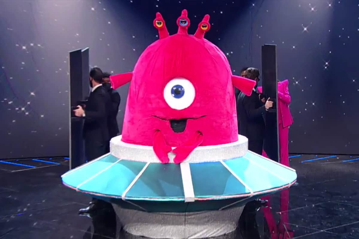 Il Cantante Mascherato 2021: eliminati Pecorella e il nuovo Baby Alieno, ecco quali VIP erano nascosti