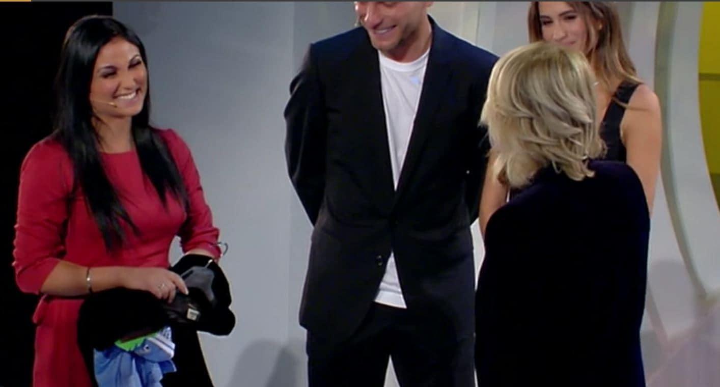 Maria De Filippi regala un suo vestito a Elena ed è un abito di Yves Saint Laurent