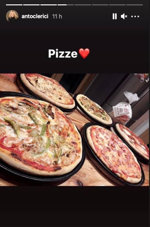 Antonella Clerici e Vittorio Garrone, San Valentino in famiglia a mangiare pizze (Foto)