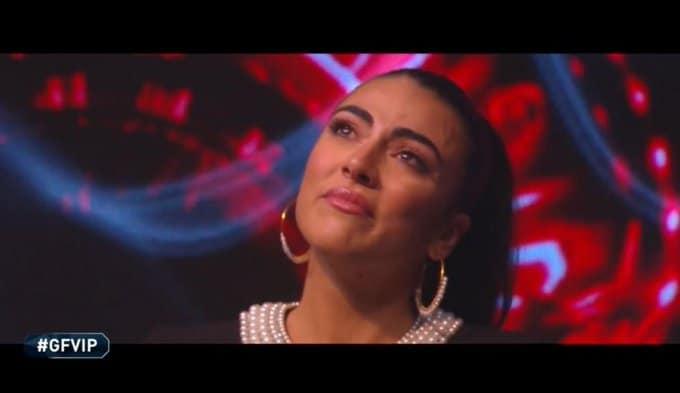 Giulia Salemi tradita da tutti fa incetta di voti e scoppia a piangere