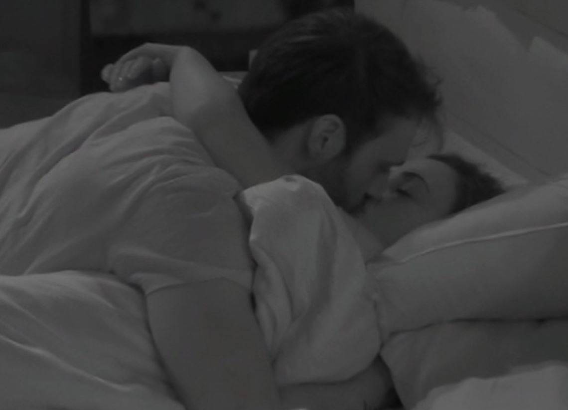 Giuliano diffida GF VIP e Rosalinda: lei risponde baciando Andrea Zenga