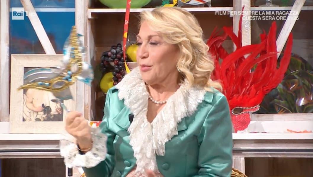 Rosaura è la maschera scelta da Antonella Clerici per Carnevale, come si sono vestiti gli altri? (Foto)