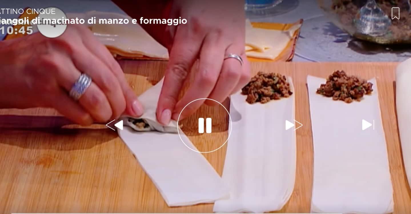 La ricetta dei triangoli di macinato di manzo e formaggio