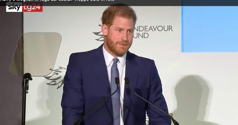 Harry d'Inghilterra in isolamento, se il principe Filippo peggiora è pronto a partire