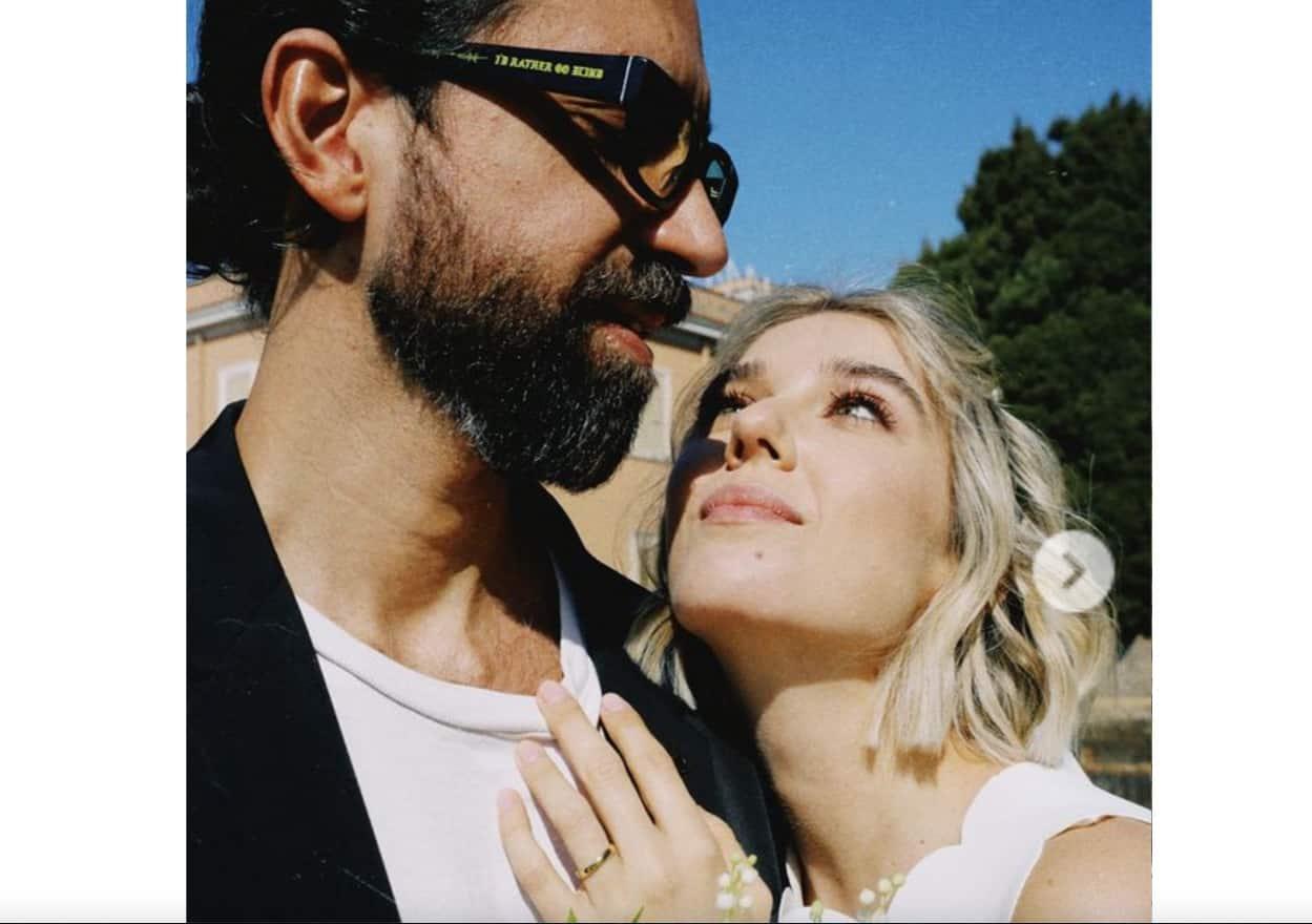 Martina Pinto ha detto sì: matrimonio con pancino e scarpe azzurre per l'attrice (Foto)