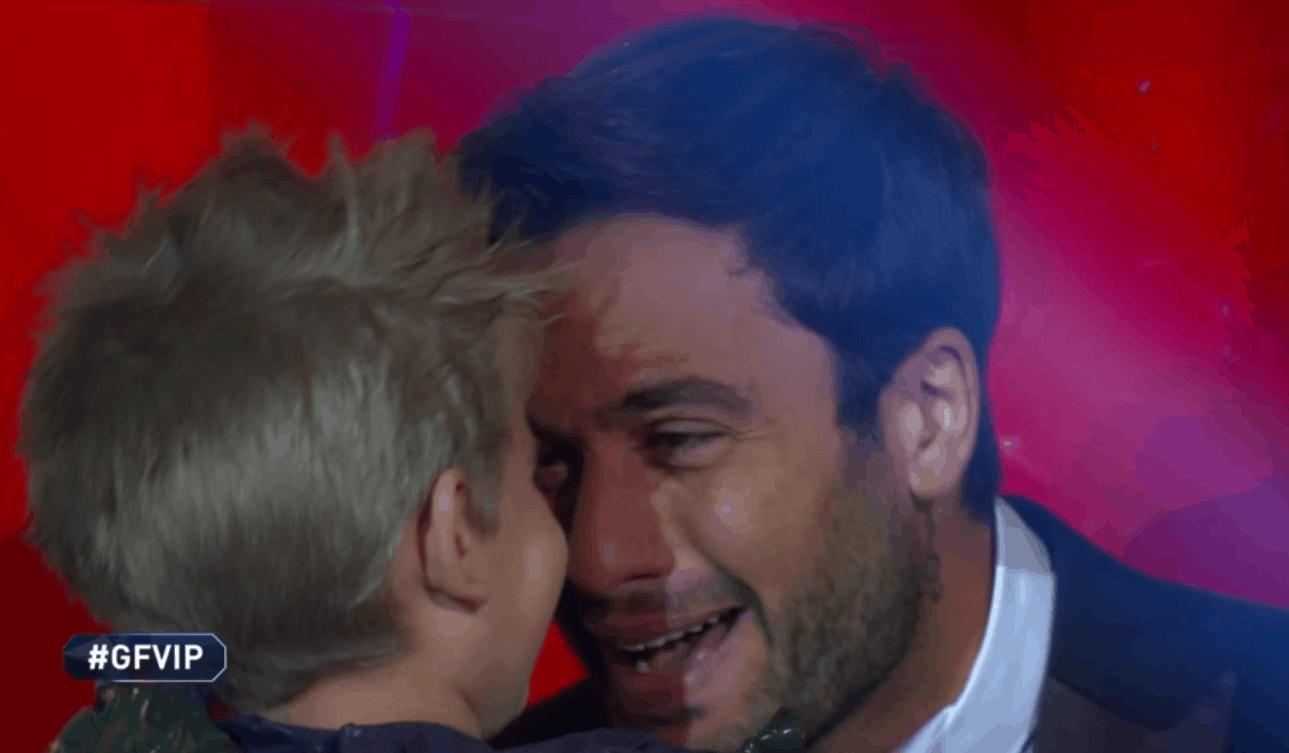 """Pierpaolo Pretelli incontra Leo al GF Vip 5: """"Papà ti ama"""""""