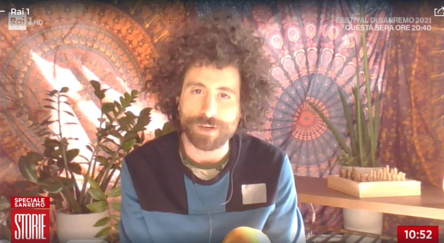 Gio Evan a Sanremo alloggia in una tenda che mostra a Storie Italiane