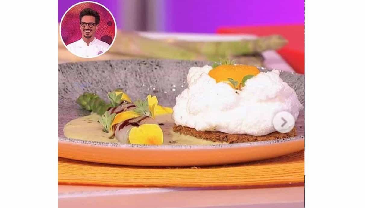 Uovo nuvola con vellutata di asparagi, la ricetta leggera