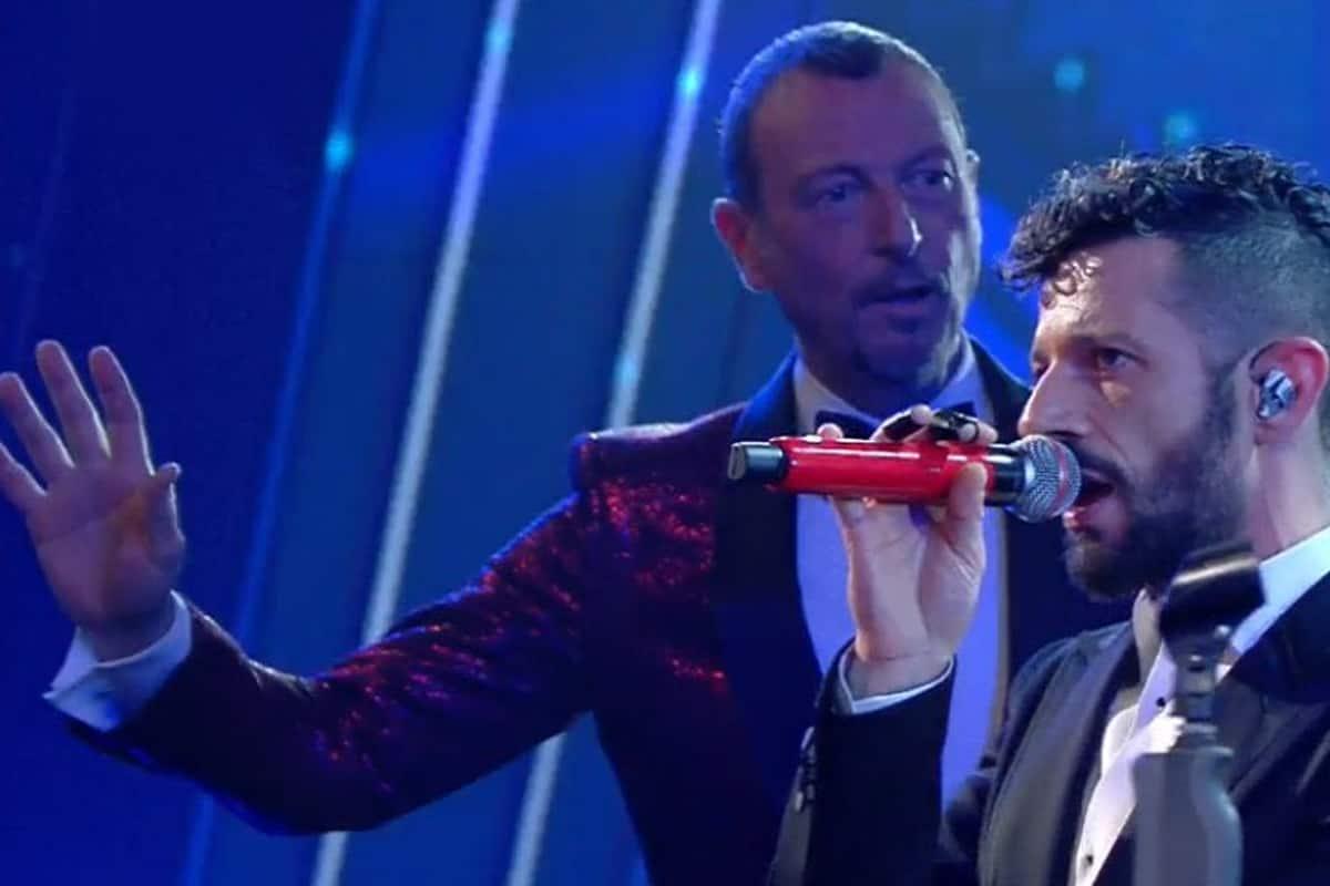 Sanremo 2021: catena di problemi tecnici nella serata Cover, Amadeus ferma l'esibizione