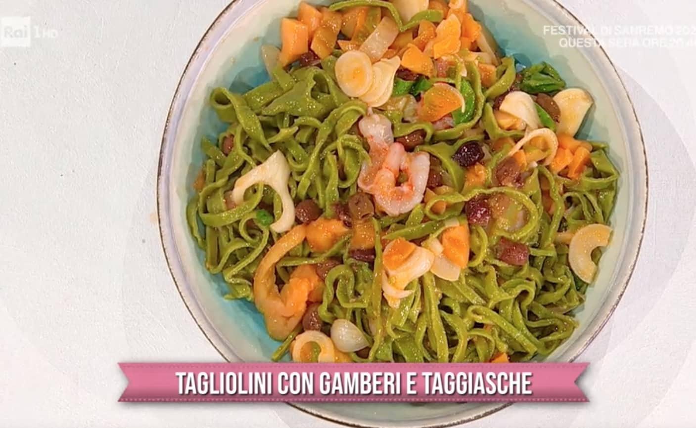 Tagliolini al basilico con gamberi e olive taggiasche, la ricetta di Zia Cri