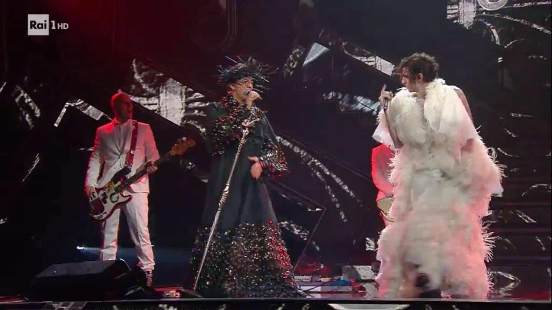 Achille Lauro quarto quadro con Fiorello: tutti pazzi dell'esibizione (VIDEO)