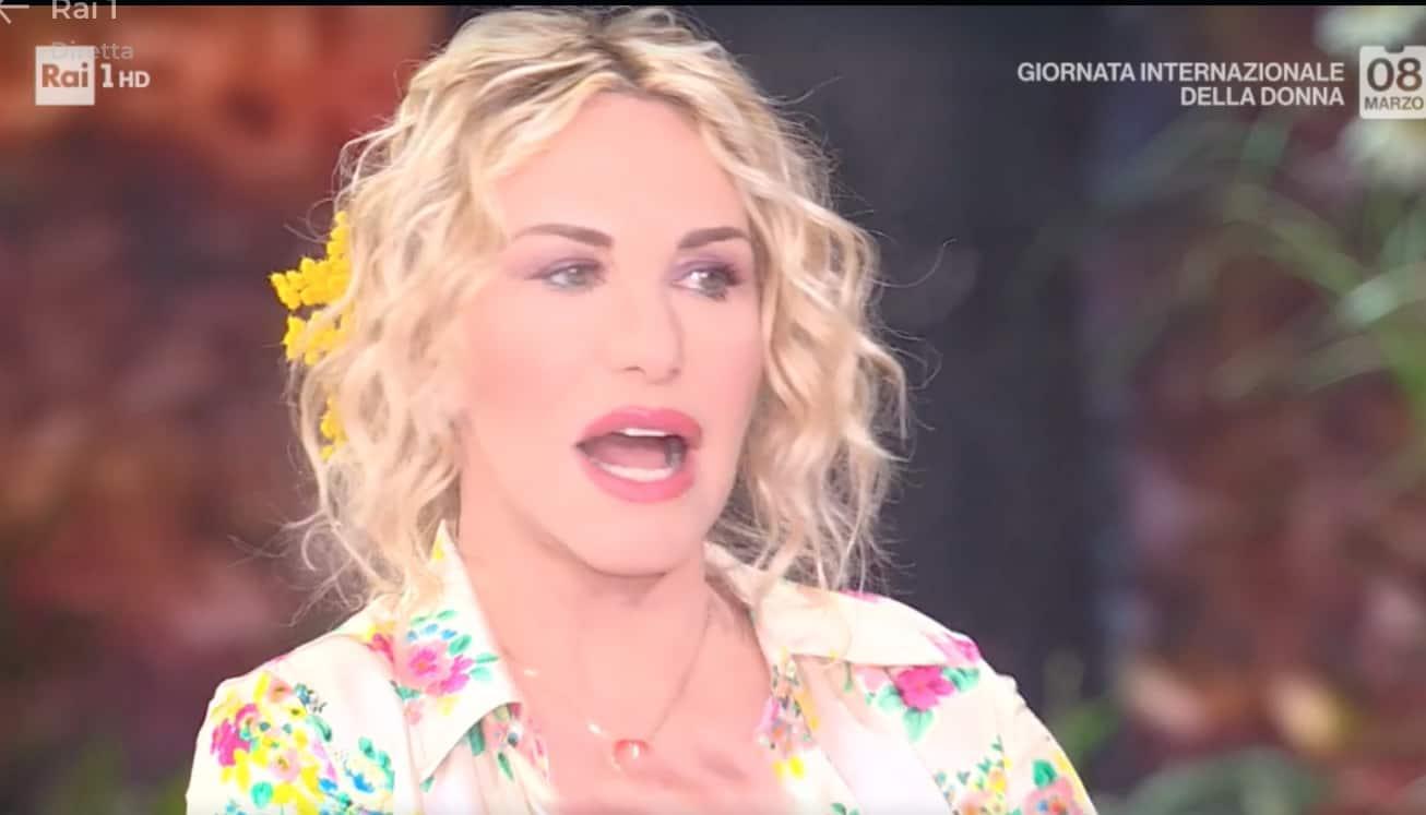 """Il messaggio di Antonella Clerici alle donne: """"Al primo schiaffo dovete reagire"""""""