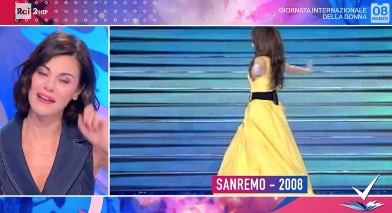 Bianca Guaccero in lacrime riguardando il suo Sanremo, era il 2008 (Foto)