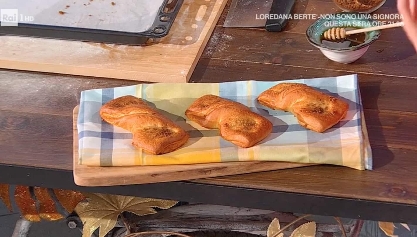Fiocchi al miele, la ricetta del pane dolce di Fulvio Marino