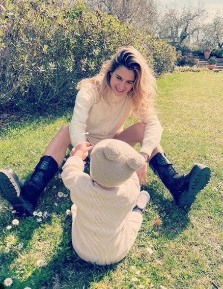 """Luca Argentero e Cristina Marino, le foto della figlia Nina: """"Paradiso in terra"""""""