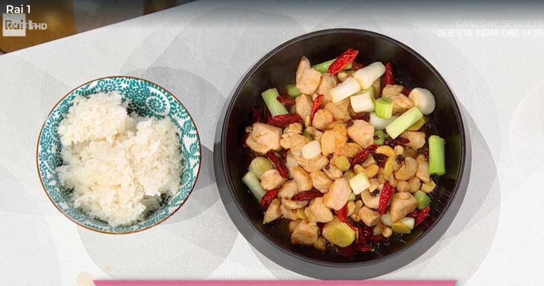 Pollo gong bao, la ricetta di Agie del pollo con anacardi e riso al vapore