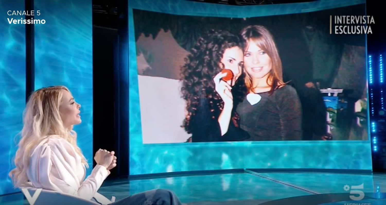 """Ilary Blasi: """"Mi vergogno di dire ti voglio bene ai miei genitori"""" (Foto)"""