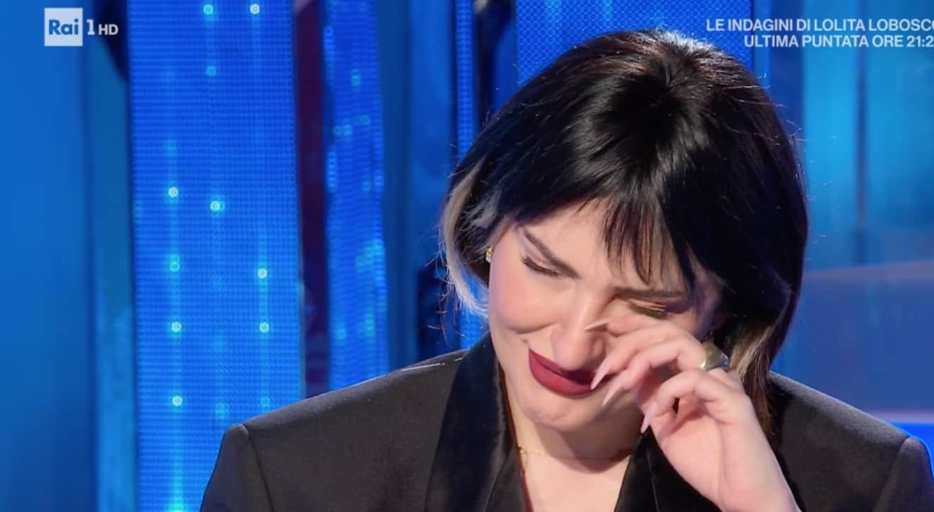 Arisa in lacrime a Domenica In, perché sta così male? (Foto)